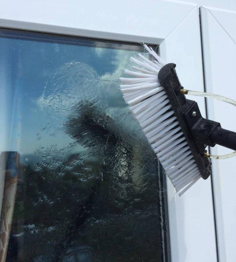 Quality-Window-Cleaning-Service-in-Bournemouth – Pure and Clean-min